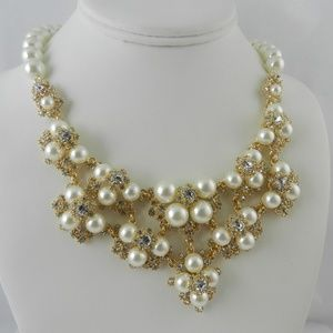 CHARTER CLUB IMITATION PEARL AND CRYSTAL Necklace